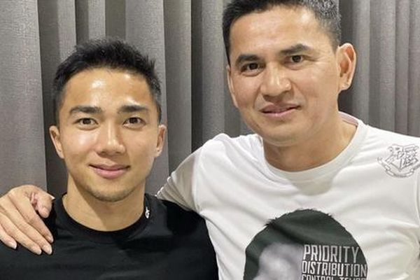 HLV Kiatisuk gặp 'Messi Thái' trước khi sang dẫn dắt HAGL