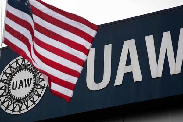 Nghiệp đoàn ô tô UAW đạt được thỏa thuận chấm dứt vụ 'bòn rút' 1,5 triệu USD