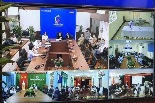 Từ Hà Nội, qua Telehealth- chuyên gia BV Đại học Y hội chẩn điều trị 'vượt không gian' 400 ca bệnh khó