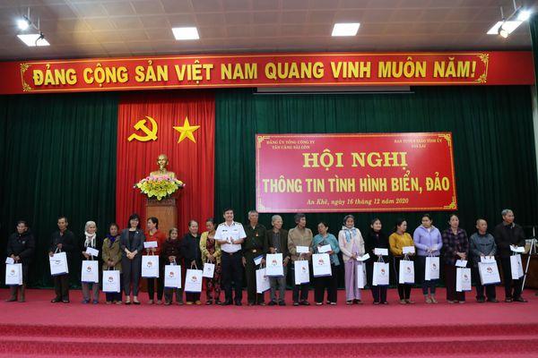 Tổng công ty Tân cảng Sài Gòn đẩy mạnh tuyên truyền biển, đảo cho người dân