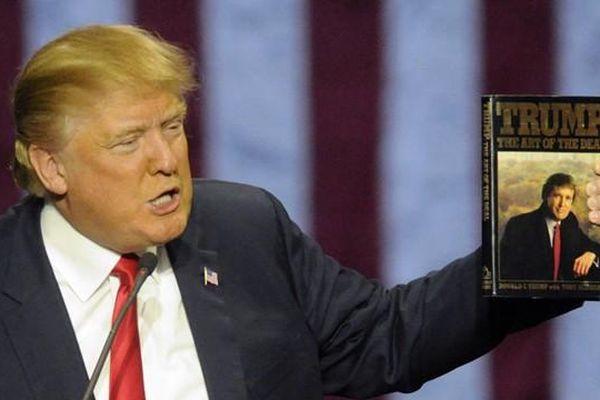 Bất ngờ với sức ảnh hưởng của Tổng thống Trump: Sách nào liên quan đến ông cũng bán chạy