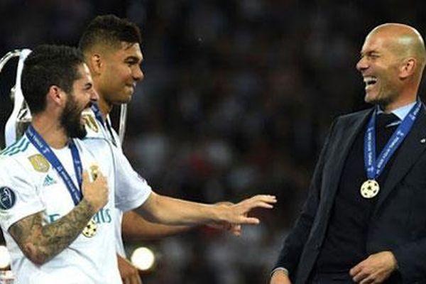Zidane và 14 chiến binh còn lại của Real Madrid