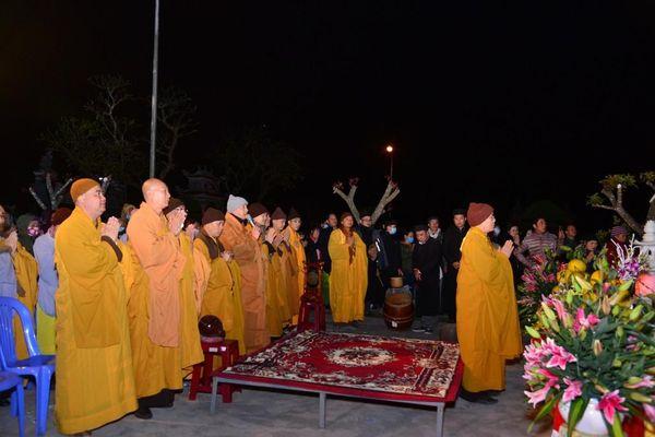 An vị tôn tượng Bồ-tát Quán Thế Âm tại chùa Đông Chấn