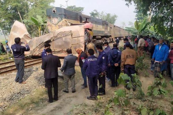 Tai nạn đường sắt nghiêm trọng tại Bangladesh