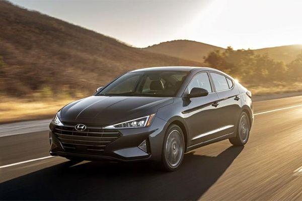 Giá xe ô tô hôm nay 20/12: Hyundai Elantra dao động từ 580 - 769 triệu đồng