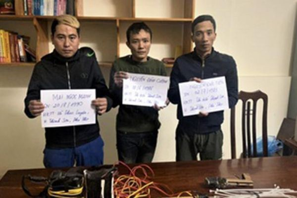 Ba người đàn ông trộm 130 kg chó