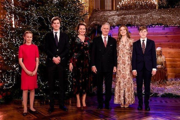 Ảnh Giáng sinh của các gia đình hoàng gia thế giới: Hoàng tử Bỉ 'lột xác' hoàn hảo, chiếm 'spotlight' của gia đình Công nương Anh