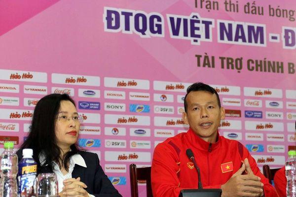 Thủ môn Bùi Tấn Trường khích lệ đàn em U22 Việt Nam trước trận 'nội chiến'