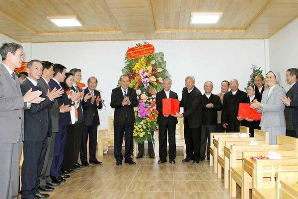 Đồng chí Trương Hòa Bình thăm và chúc mừng Giáng sinh tại Lâm Đồng