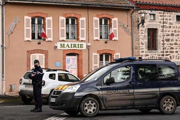 Ba cảnh sát bị bắn chết ở Pháp