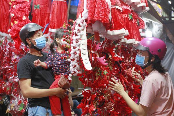 Rộn ràng không khí Giáng sinh ở TP.HCM và Đà Nẵng