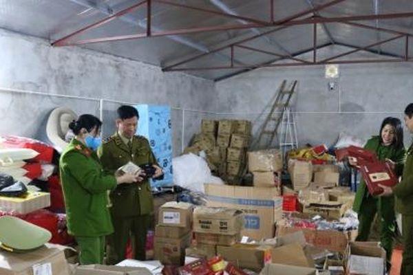 Thái Nguyên: Phát hiện kho chứa hàng nghìn sản phẩm mỹ phẩm, thực phẩm nghi nhập lậu