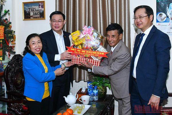 Bí thư Thành ủy Hà Nội thăm gia đình giáo dân tiêu biểu