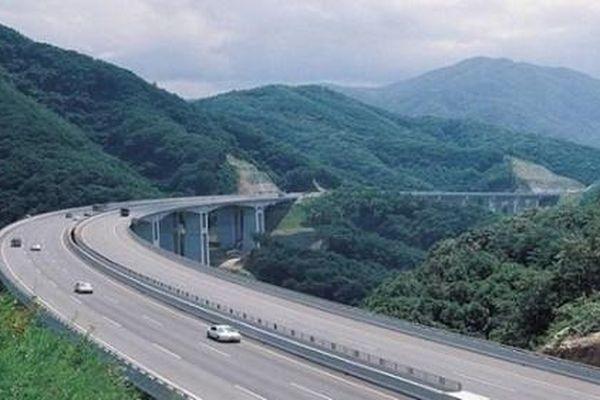 Hạ tầng giao thông Việt Nam 'đột phá' sau 10 năm xây dựng với gần 1.200km đường cao tốc