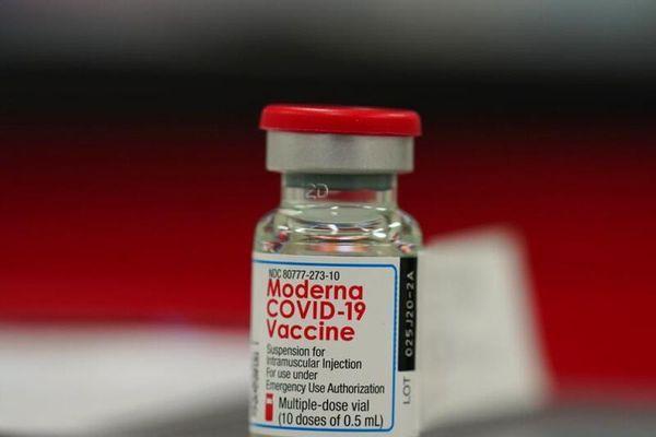 Moderna thử nghiệm vaccine đối với biến thể COVID-19 mới