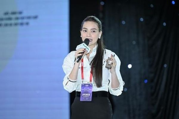 Ca sĩ Hồ Ngọc Hà: Từ ngẫu hứng nghệ sĩ đến giấc mơ sản phẩm làm đẹp quốc dân