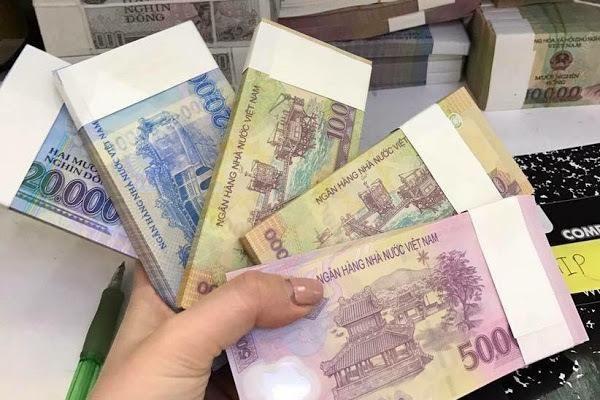 Gần Tết, nhân viên ngân hàng lại 'đau đầu' vì khách VIP, người quen nhờ đổi tiền lẻ