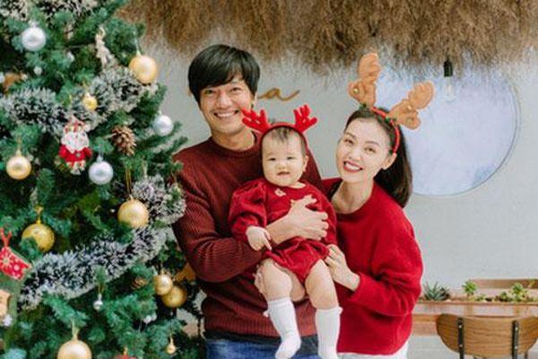 Quang Tuấn - Linh Phi đón Giáng sinh bên con gái