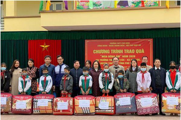 Phú Thọ: Trường THPH Phù Ninh tặng quà đợt 1 'Mùa đông ấm' năm 2020 tại trường THCS Thu Cúc