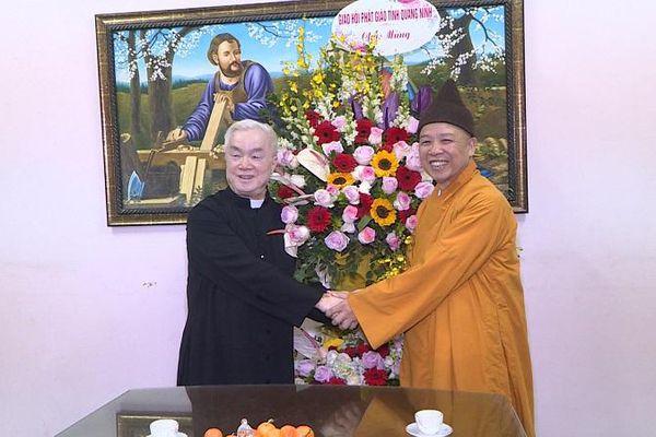 Thượng tọa Thích Thanh Quyết chúc mừng Giáo xứ Hòn Gai nhân dịp Lễ Giáng sinh 2020