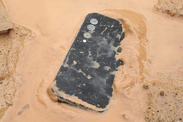 Đừng quên những smartphone 'vừa khôn, vừa bền' của năm 2020