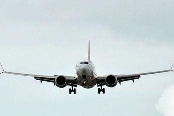 Máy bay dòng Boeing 737 MAX gặp sự cố động cơ phải đáp khẩn cấp