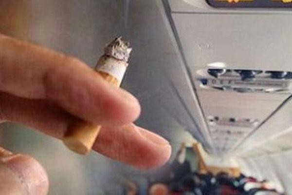 Bị cấm bay vì không chịu nộp phạt hành vi hút thuốc trên máy bay