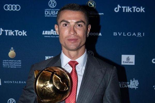 Ronaldo bất ngờ nhường giải Cầu thủ hay nhất năm cho Lewandowski