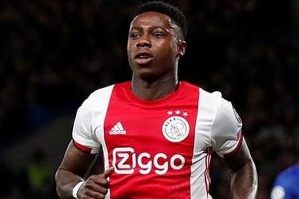 Tiền đạo Ajax Amsterdam bị bắt khẩn cấp vì hành hung
