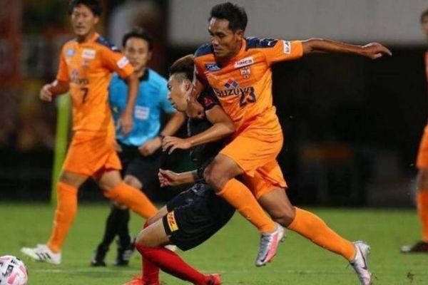 Bóng đá Thái Lan nhận liền hai 'nhát dao' cứa vào niềm tự hào