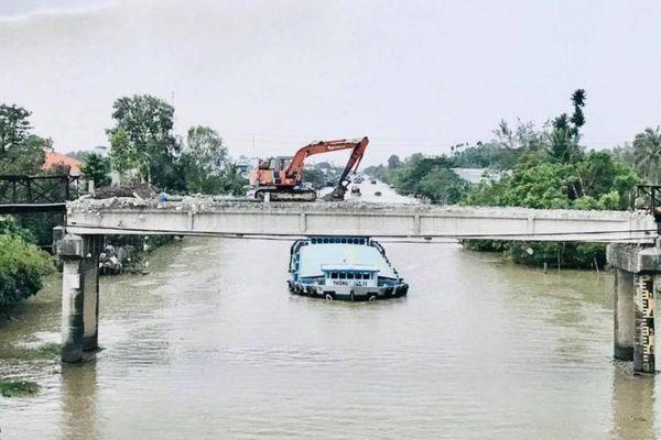 Tháo dỡ cầu vượt kênh Lấp Vò Sa Đéc, phương tiện cần lưu ý gì?