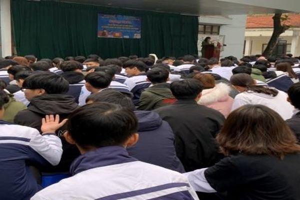 Tuyên truyền Luật An ninh mạng và phòng ngừa tội phạm trên không gian mạng cho 700 học sinh, giáo viên