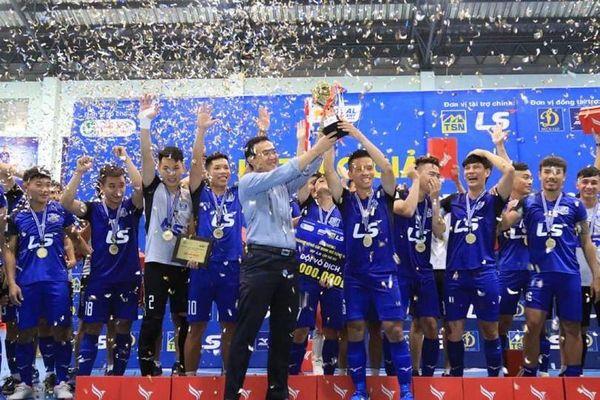 Đội bóng futsal số 1 Việt Nam đoạt cú 'ăn ba' vô địch trong năm 2020
