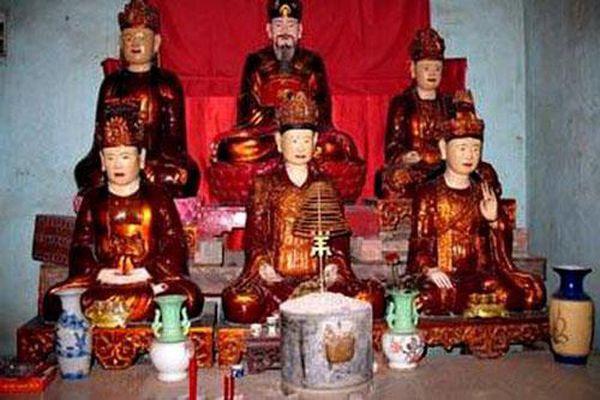 Hoàng đế nào có 4 vợ ngoại quốc, nhiều con làm vua nhất sử Việt?