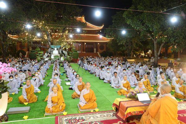 Nhiều chùa tổ chức lễ vía Đức Phật A Di Đà