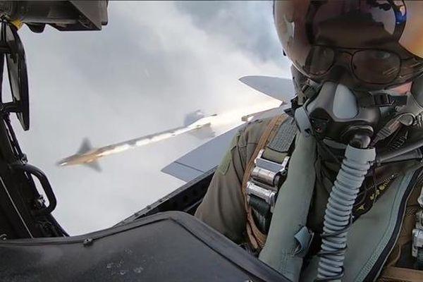 F-15 rất mạnh nhưng Su-27 mạnh hơn