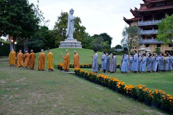 Trang nghiêm lễ vía Đức Phật A Di Đà tại chùa Huê Nghiêm