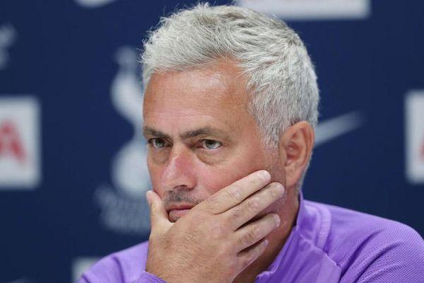HLV Mourinho chê Ngoại hạng Anh 'không chuyên nghiệp'