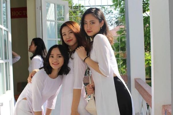 Hoa hậu Lương Thùy Linh khoe ảnh mặt mộc thời đi học khiến dân tình 'đứng ngồi không yên'