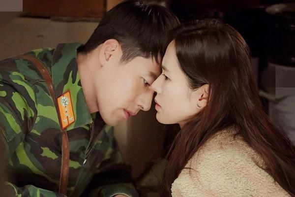 Trước khi công khai, Son Ye Jin - Hyun Bin đã yêu nhau nồng cháy thế này