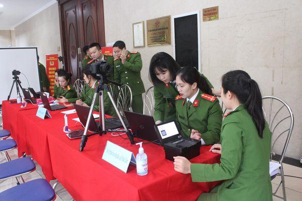 Công an Hà Nội sẵn sàng bước vào 'chiến dịch' cấp căn cước công dân gắn chíp lưu động