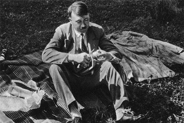 Bí mật về mối tình đầu của trùm phát xít Hitler