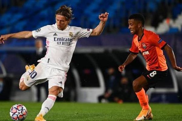 Real Madrid 2-0 Celta Vigo: Real giành ngôi đầu bảng tại La Liga