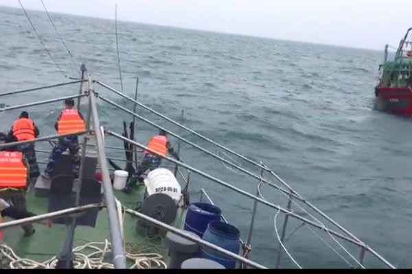 Cứu nạn tàu cá gặp nạn trên vùng biển Bạch Long Vỹ