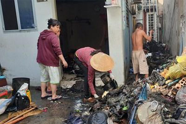 Cháy nhà sau tiếng nổ, nhiều người hoảng hốt tháo chạy
