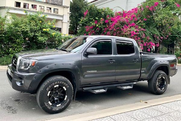 Cận cảnh Toyota Tacoma 'hàng hiếm' chỉ 770 triệu ở Sài Gòn