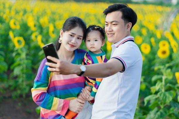 9x Bình Phước khởi nghiệp với nông trại hoa mặt trời làm 'mê mẩn' khách tham quan