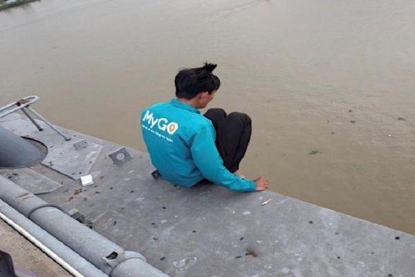 Giải cứu thanh niên có ý định nhảy cầu Cần Thơ để tự tử vì vỡ nợ chứng khoán