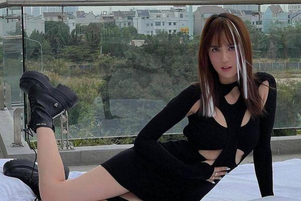 Ngọc Trinh chất chơi với tóc hightlight và váy đen cắt khoét 'nhức mắt'