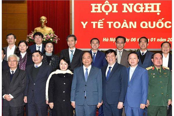 Thủ tướng Nguyễn Xuân Phúc trao Huân chương Đại đoàn kết dân tộc tặng các đồng chí lãnh đạo Quốc hội